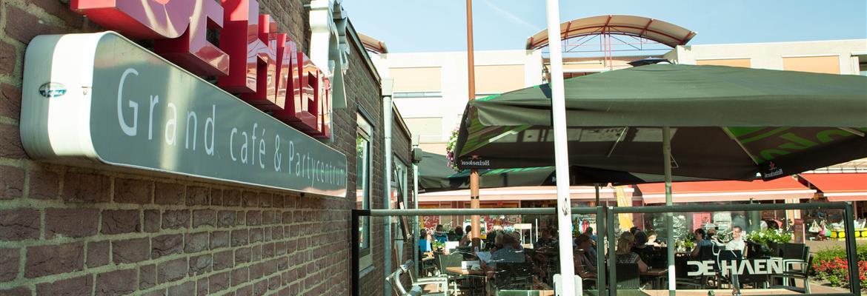 Grand café en Zalencentrum de Haen ligt ook in de buurt en is misschien interessant