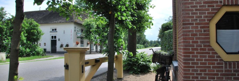 Cafe de Tol ligt ook in de buurt en is misschien interessant